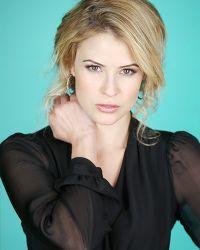 Linsey Godfrey (Caroline dans Amour, Gloire et Beauté) de retour sur les plateaux de tournage!