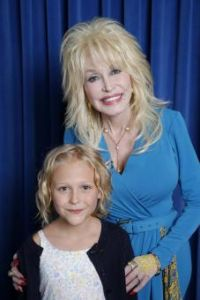 Alyvia Lind (Faith Newman) va incarner Dolly Parton petite fille