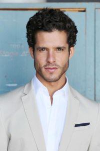 Miles Gaston Villanueva est Luca Santori dans Les Feux de l'Amour