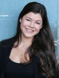 Devon Martinez, la fille de A Martinez, arrive dans les Feux de l'Amour