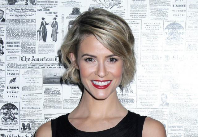 Linsey Godfrey (Caroline) de retour dans Amour, Gloire et Beauté - Top Models!