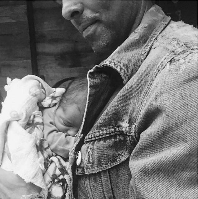 Carnet rose : Jason Thompson présente son fils