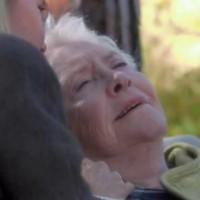 Amour, Gloire et Beauté : En toute circonstance, Stephanie (Susan Flannery) garde le sens de l'humour...