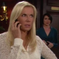 Amour, Gloire et Beauté : Brooke (Katherine Kelly Lang) a sa fille au téléphone, Quinn observe avec intérêt...