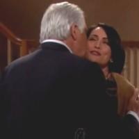 Amour, Gloire et Beauté : La familiarité d'Eric (John McCook) avec Quinn en surprend plus d'un!