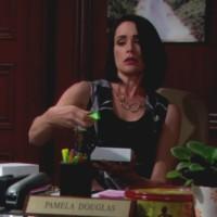 Amour, Gloire et Beauté : Quinn (Rena Sofer) ne s'arrête jamais...
