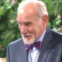 Les Feux de l'Amour : Murphy (Michael Fairman), lui aussi, a reçu des instructions de Katherine.