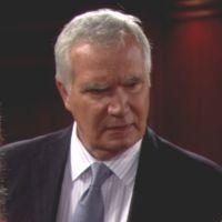Amour, Gloire et Beauté : Eric (John McCook) réalise que Quinn est vraiment dangereuse.