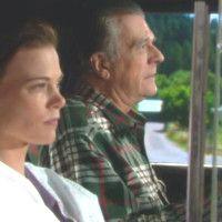 Les Feux de l'Amour : Ça n'est pas n'importe quel conducteur (Tom Hallick) qui ramène Phyllis à Genoa !