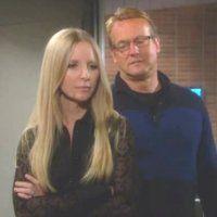 Les Feux de l'Amour : Christine (Lauralee Bell Martin) ne comprend pas que Nikki se repose autant sur Paul.