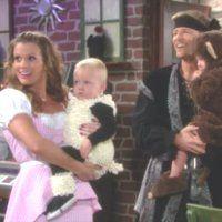 Les Feux de l'Amour : Chelsea (Melissa Claire Egan) et Billy fêtent Halloween avec Connor et Johnny.