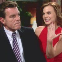 Les Feux de l'Amour : Phyllis (Gina Tognoni) est ravie d'annoncer leurs fiançailles à Kelly !